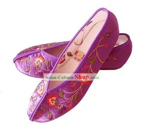 Chinese Traditional Handmade Embroidered Satin Shoes (flower)