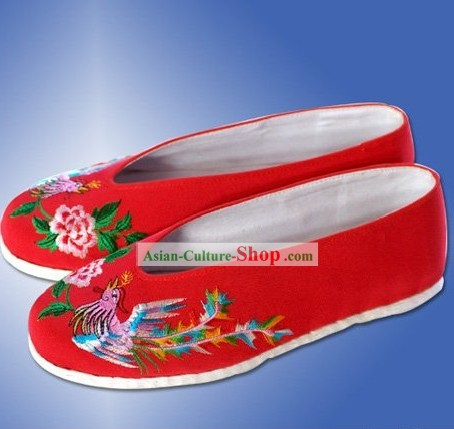Chinese Traditional Handmade and Embroidered Phoenix Red Cloth Shoes