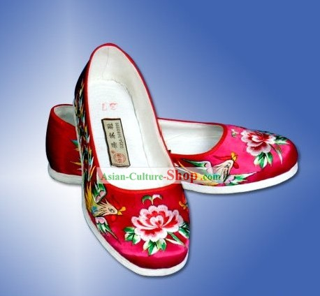 Chinese Traditional Handmade and Embroidered Peony and Phoenix Cloth Shoes
