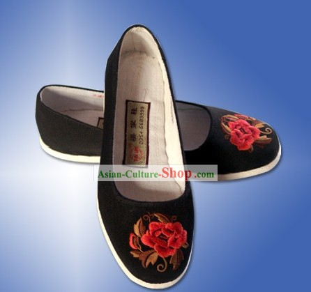 Chinese Traditional Handmade and Embroidered Flower Cloth Shoes