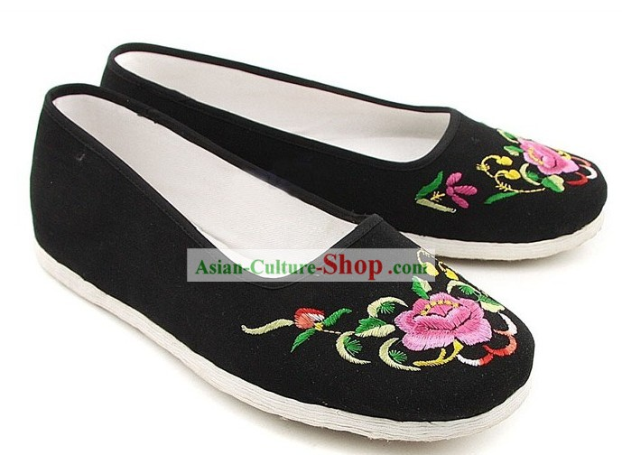 Chinese Classic Handmade Bu Ying Zhai Embroidered Peony Shoes for Women