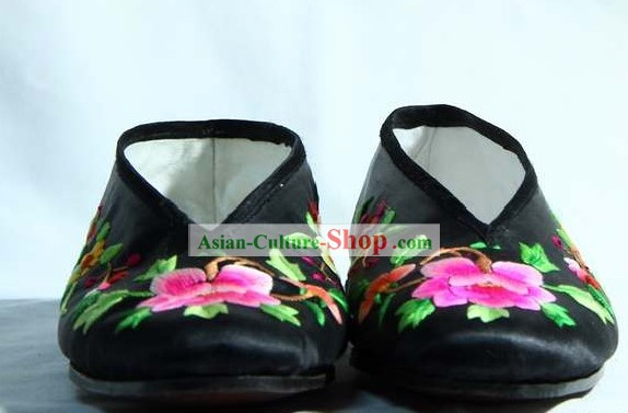 Chinese Handmade Bu Ying Zhai Cow Leather Sole Embroidered Shoes