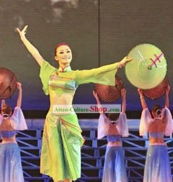 Green Douli Dance Performance Costume and  Bamboo Hat for Women
