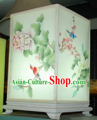 Chinese Classic Handmade and Painted Silk Flower and Bird Desk Lamp