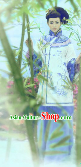 Traditional Chinese Minguo Female Clothing