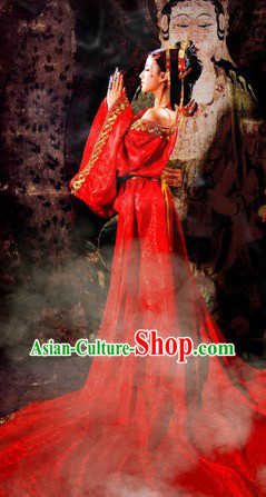 Tang Dynasty Red Wedding Dress with Long Trail