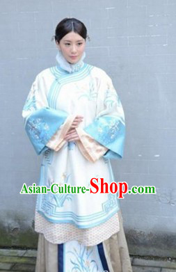 Qing Dynasty Embroidered Flower Blouse and Skirt for Women