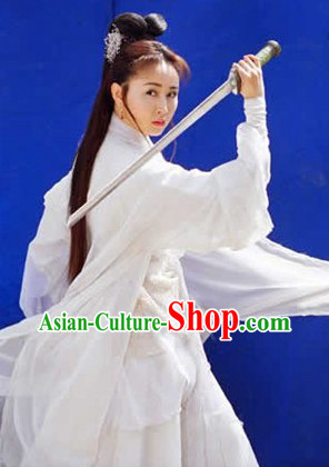 Ancient Chinese White Swordsman Costumes and Headwear for Women