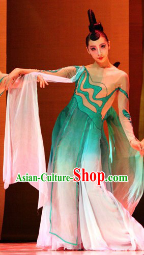 Traditional Chinese Maid of Honor Costumes and Hair Accessories for Women
