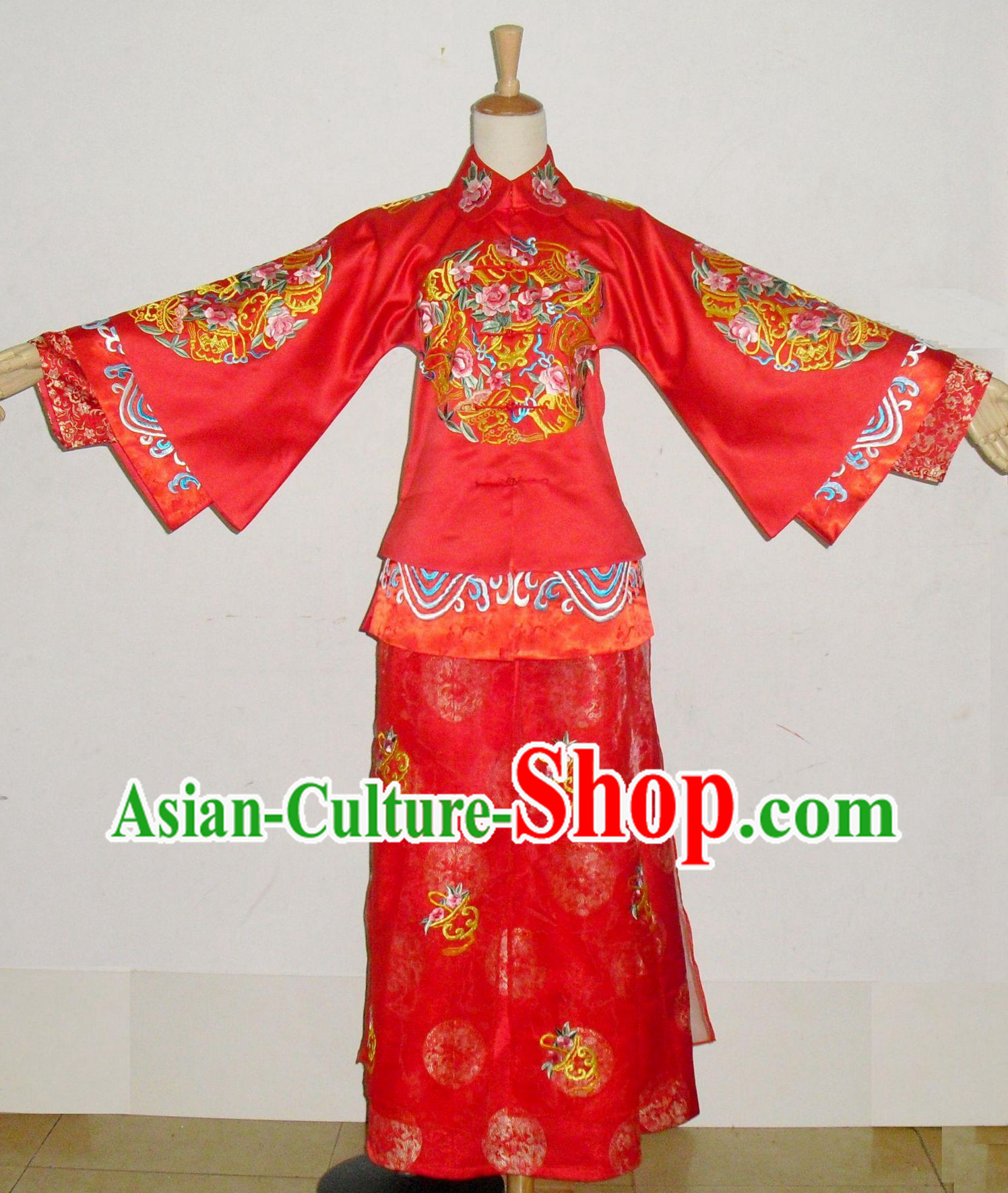 Traditional Chinese Red Embroidery Wedding Dress for Brides