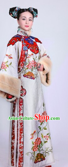 Qing Dynasty Princess Winter Wear Manchu Clothing and Headwear