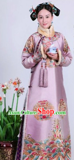 Qing Dynasty Princess Autumn Wear Manchu Clothing and Headwear