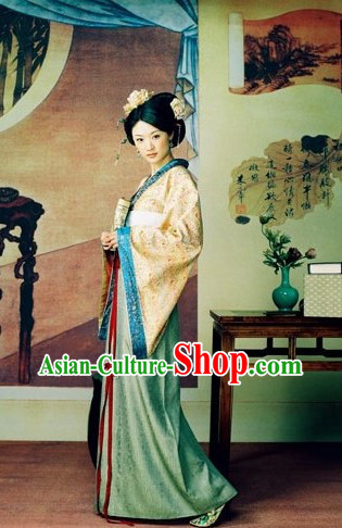 Chinese Traditional HanFu Costume and Hair Accessories for Women
