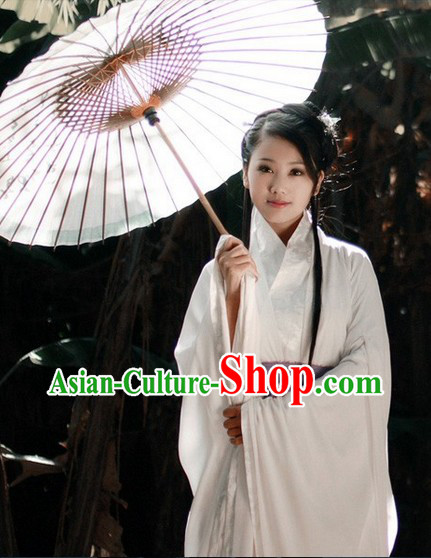 Pure White Traditional Ancient Chinese Hanfu Clothing and Umbrella