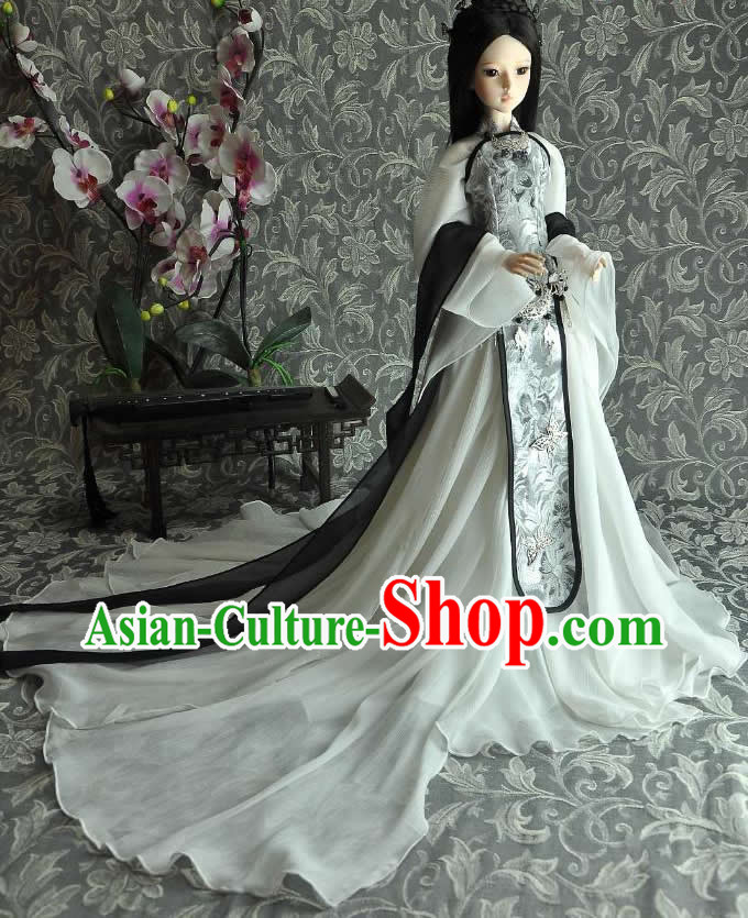 Ancient Chinese White Guzhuang Costumes with Long Trail