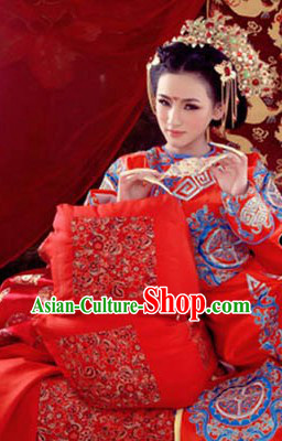 Traditional Chinese Empress Opera Embroidered Dragon Attire