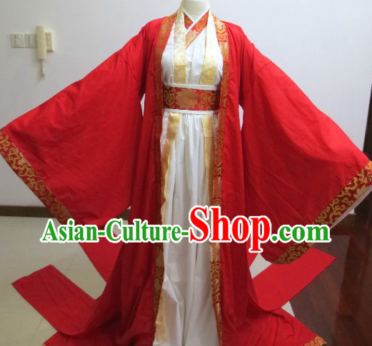 Ancient Chinese Red Wedding Outfit for Falling in Love Couple