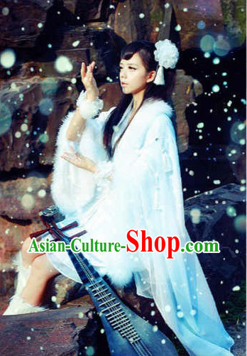 Traditional Ancient Chinese Moon Palace Goddess in the Moon Costumes and Headwear