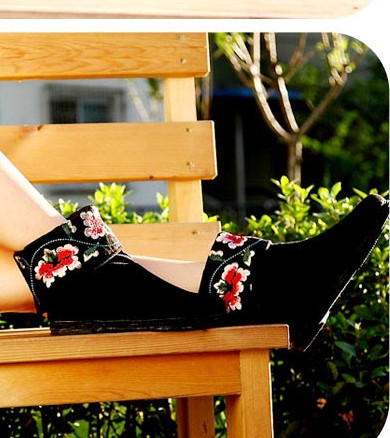 Chinese Classical Happy Flower Embroidery Boots