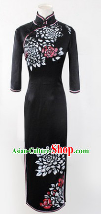 Traditional Chinese Long Sleeves Black Silk Qipao