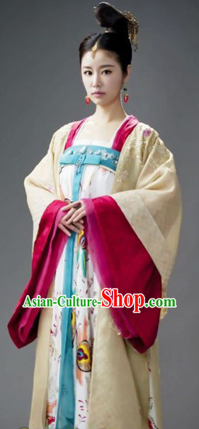 The Chinese Tang Dynasty Clothing and Hair Jewerly for Women