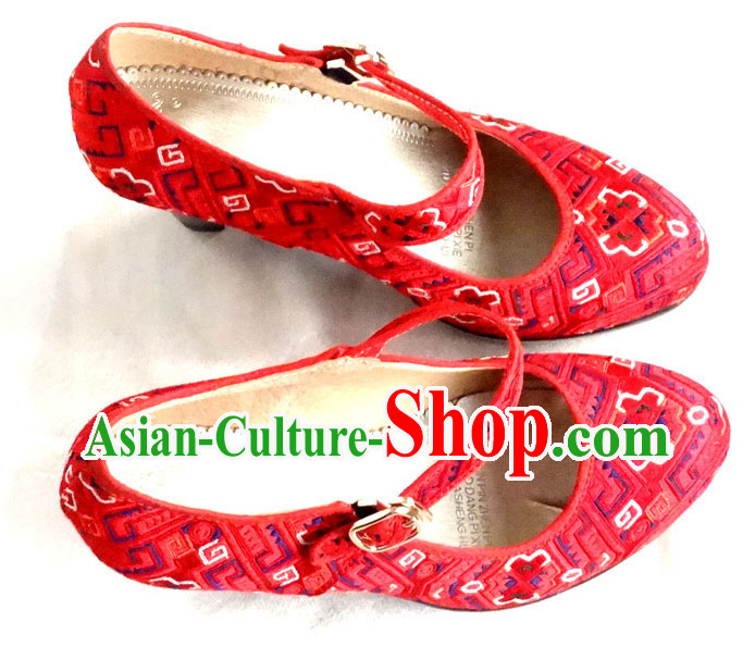Traditional China Miao Minority Embroidery Red Shoes for Women