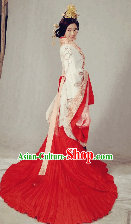 Ancient Chinese Noblewoman Hanfu with Long Tail