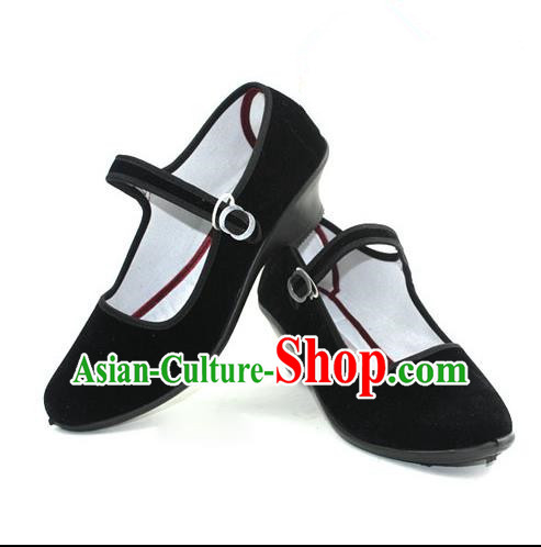 Traditional Chinese Miao Nationality Shoes, Hmong Female Ethnic Shoes, Chinese Minority Nationality Embroidery Fabric Shoes for Women