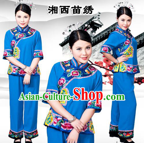 Traditional Chinese Miao Nationality Dancing Costume, Hmong Tujiazu Female Folk Dance Ethnic Sealand Karp Pleated Skirt, Chinese Minority Tujia Nationality Embroidery Costume for Women