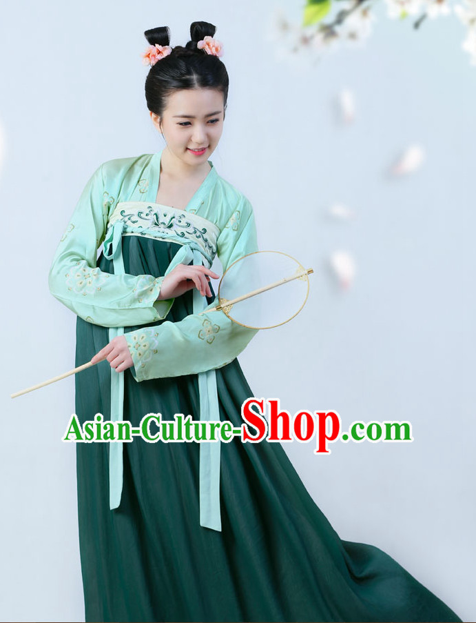 Ancient Chinese Tang Dynasty Beauty Embroidered Garment and Hair Jewelry Complete Set for Women