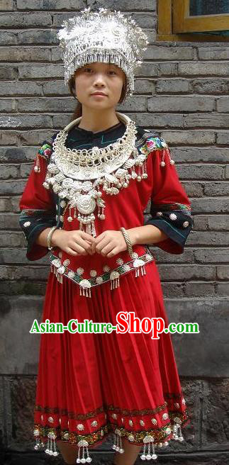 Traditional Chinese Miao Nationality Dancing Costume, Hmong Female Folk Dance Ethnic Wedding Pleated Skirt, Chinese Minority Nationality Embroidery Costume for Women