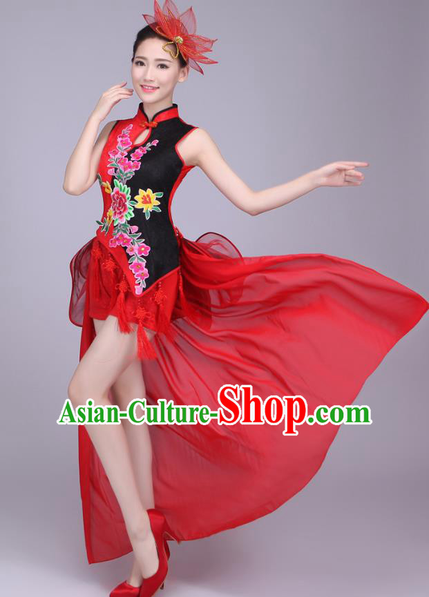 Traditional Chinese Yangge Dance Embroidered Peony Costume, Folk Fan Dance Tassel Uniform Classical Drum Dance Red Clothing for Women