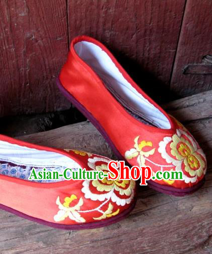 Traditional Chinese National Red Silk Shoes Embroidered Shoes, China Handmade Shoes Hanfu Embroidery Peony Shoes for Women