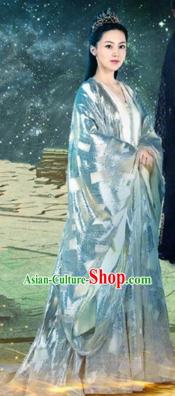 Traditional Chinese Lost Love In Times Acient Southern Dynasty Imperial Princess Embroidered Costume and Handmade Headpiece Complete Set
