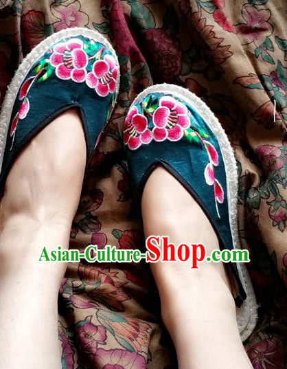 Traditional Chinese National Embroidered Shoes Handmade Green Satin Slippers, China Hanfu Embroidery Flowers Shoes for Women