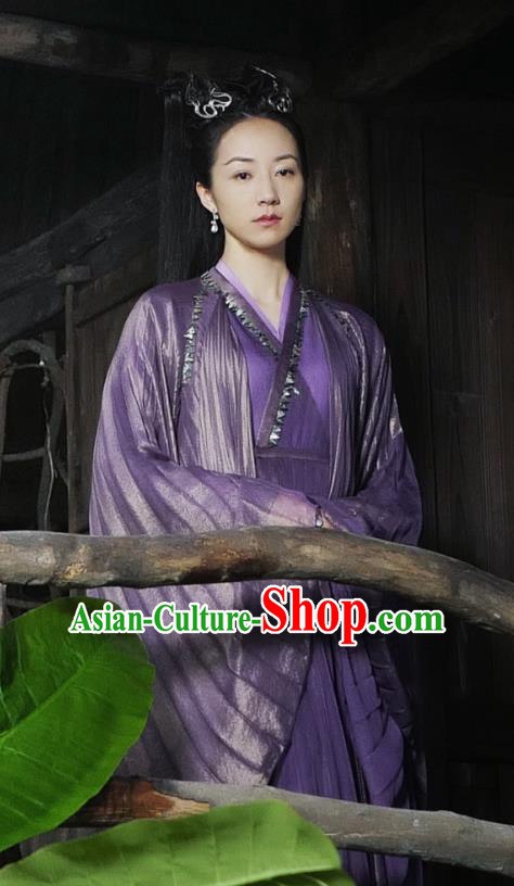 Asian China Northern and Southern Dynasties Palace Lady Costume, Traditional Chinese Lost Love In Times Ancient Princess Embroidered Clothing