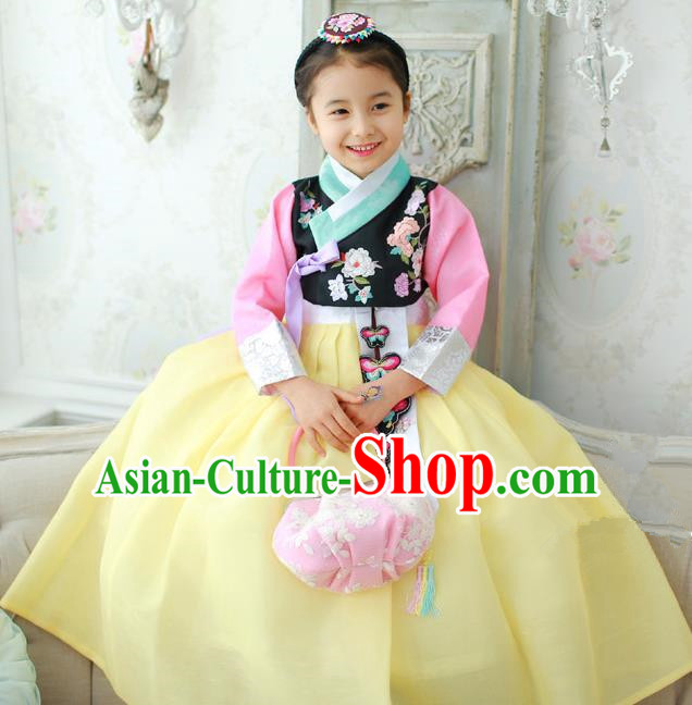 Korean National Handmade Formal Occasions Girls Hanbok Costume Embroidery Black Blouse and Yellow Dress for Kids