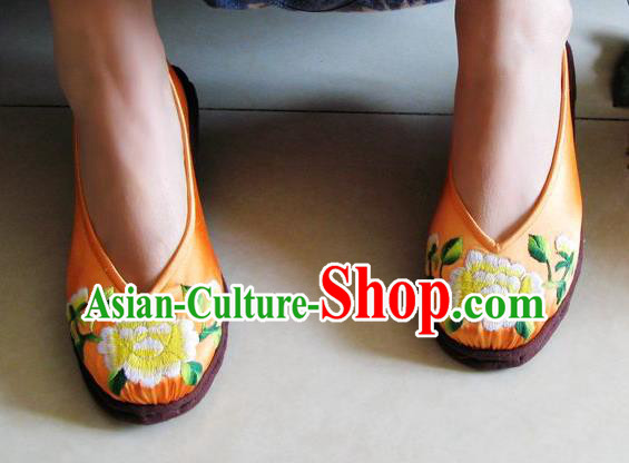 Asian Chinese Traditional Shoes Wedding Bride Yellow Embroidered Shoes, China Peking Opera Handmade Embroidery Peony Shoe Hanfu Shoes for Women