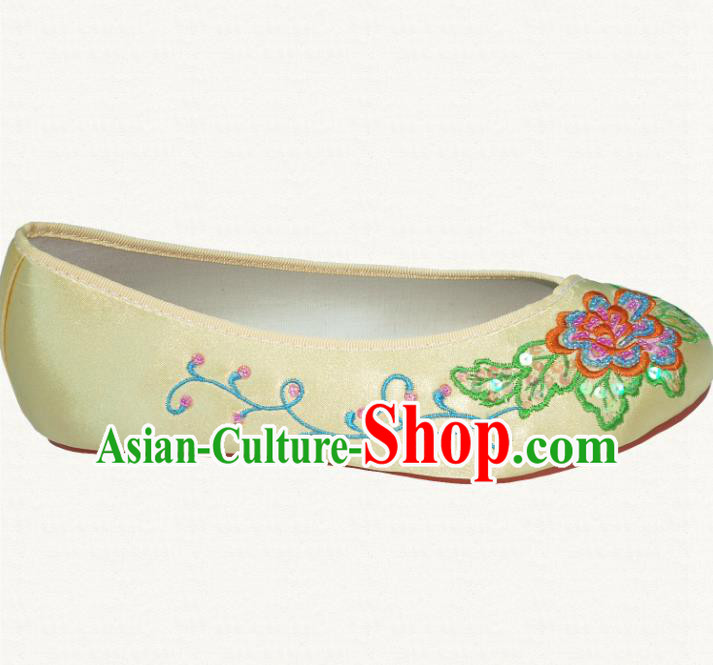Traditional Chinese National Bride Yellow Embroidered Shoes, China Handmade Embroidery Flowers Hanfu Shoes for Women
