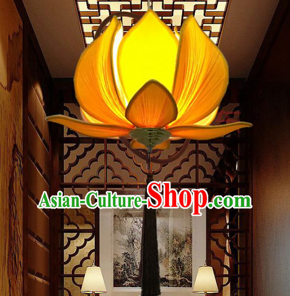 Traditional Chinese Handmade Yellow Silk Lotus Palace Lantern China Ceiling Palace Lamp