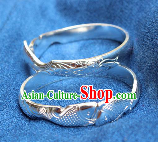 Traditional Chinese Miao Nationality Crafts Jewelry Accessory Bangle, Hmong Handmade Miao Silver Bracelet, Miao Ethnic Minority Double Fish Bracelet Accessories for Women