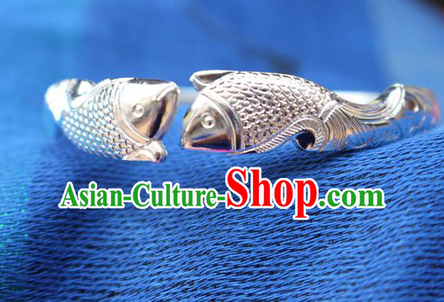 Traditional Chinese Miao Nationality Crafts Jewelry Accessory Bangle, Hmong Handmade Miao Silver Bracelet, Miao Ethnic Minority Chinese Fish Bracelet Accessories for Women