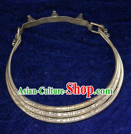 Traditional Chinese Miao Nationality Crafts Jewelry Accessory, Hmong Handmade Miao Silver Double Fish Collar, Miao Ethnic Minority Palace Silver Necklace for Women