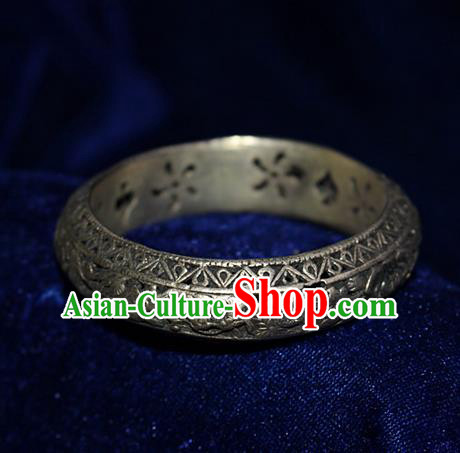 Traditional Chinese Miao Nationality Crafts Jewelry Accessory Bangle, Hmong Handmade Miao Silver Pierced Flowers Bracelet, Miao Ethnic Minority Silver Bracelet Accessories for Women