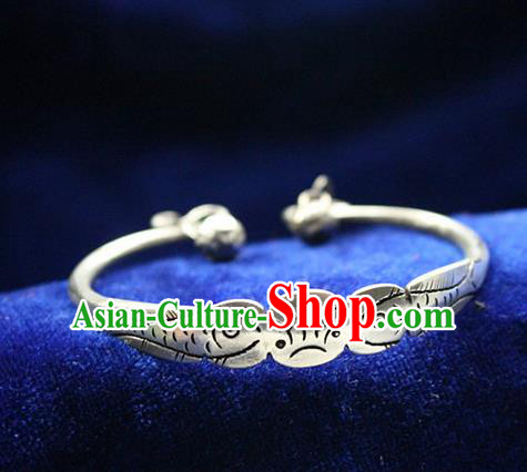Traditional Chinese Miao Nationality Crafts Jewelry Accessory Bangle, Hmong Handmade Miao Silver Double Fish Bracelet, Miao Ethnic Minority Silver Bracelet Accessories for Women