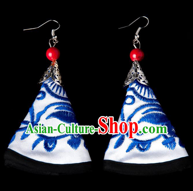 Traditional Chinese Miao Nationality Crafts, Yunnan Hmong Handmade Embroidery Flower White Earrings Pendant, China Ethnic Minority Eardrop Accessories Earbob Pendant for Women