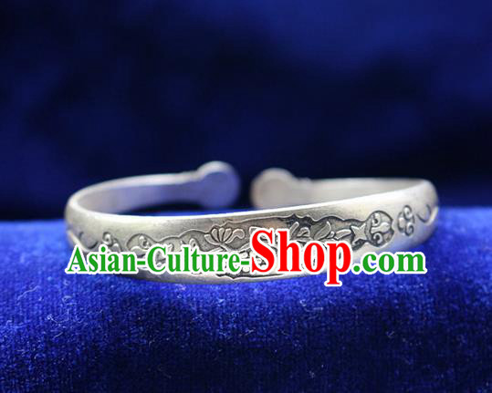 Traditional Chinese Miao Nationality Crafts Jewelry Accessory Bangle, Hmong Handmade Miao Silver Classical Flowers Bracelet, Miao Ethnic Minority Silver Bracelet Accessories for Women