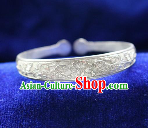 Traditional Chinese Miao Nationality Crafts Jewelry Accessory Bangle, Hmong Handmade Miao Silver Classical Double Fish Bracelet, Miao Ethnic Minority Silver Bracelet Accessories for Women