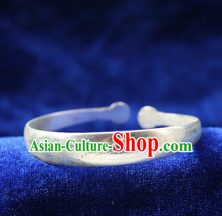 Traditional Chinese Miao Nationality Crafts Jewelry Accessory Bangle, Hmong Handmade Miao Silver Classical Chinese Bracelet, Miao Ethnic Minority Silver Bracelet Accessories for Women