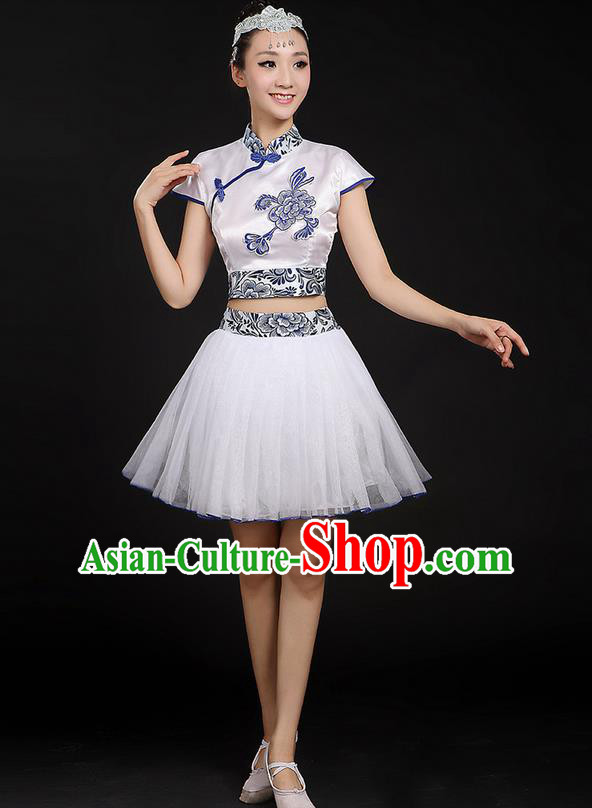 Traditional Chinese Yangge Fan Dancing Costume, Folk Dance Yangko Blue and White Porcelain Flowers Uniforms, Classic Dance Bubble Skirt Drum Dance Mandarin Collar Clothing for Women